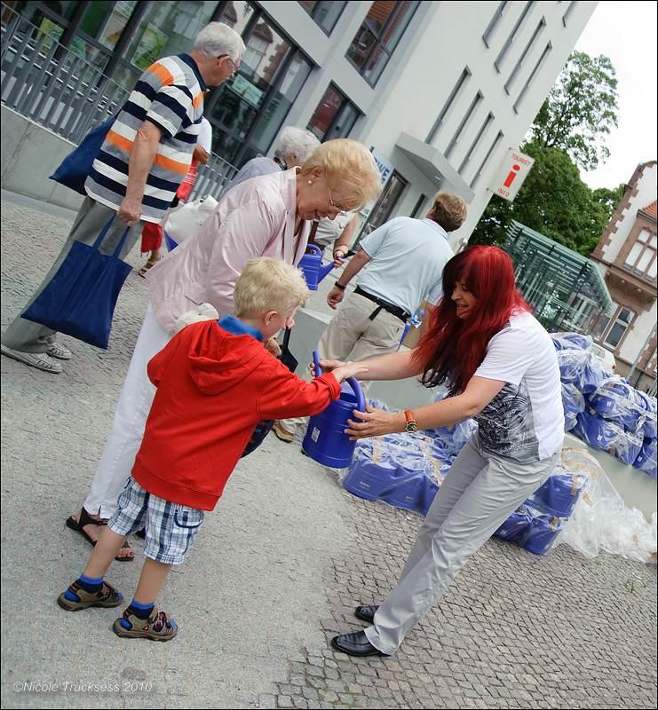 Sie betrachten ein Bild aus dem Artikel: RWW verteilt Gießkannen