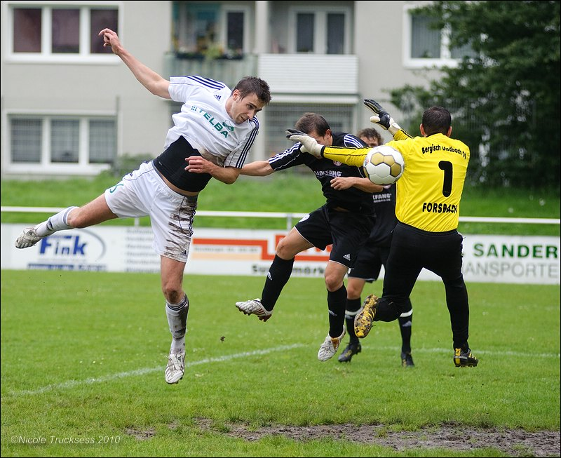 Sie betrachten ein Bild aus dem Artikel: Hochverdienter Dreier für den VfB Speldorf